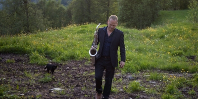 Karl Seglem med saksofon (og katt)! Foto: O. Apneseth