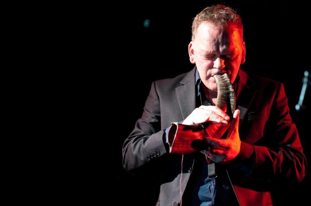 Carl Seglem med bukkehorn. Foto: Sigvor Mala