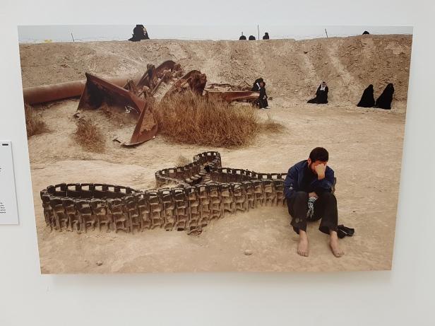 "Fotofestivalen i Arles. ""Iran: Year 38"". Fotograf; Abbas Kowasai, Series Shade of Earth, 2008. Foto fra utstillingen: Siri Wolland."