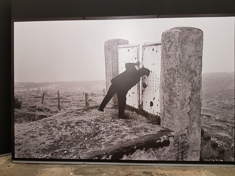 "Fotofestivalen i Arles. ""Iran: Year 38"". Fotograf; Abbas Attar, bildet er fra filmen Taste of Cherry. Foto fra utstillingen: Siri Wolland."