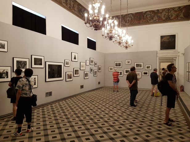 "Fotofestivalen i Arles. ""The Incurable Egoist"". Fotograf; Masahisa Fukase. Foto fra utstillingen: Siri Wolland."