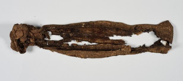 Funn av sokk fra utgravningen på Likneset i 2016. Foto: Svalbard Museum