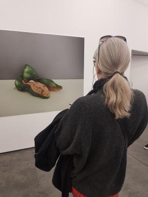 Kunstbloggeren i arbeid. Foto: Tom Blomberg