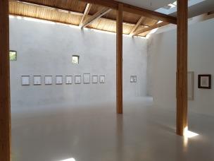 Vera Wyller og utstillingen -In all ways, ARCHITECTURE. Foto fra utstillingen; Siri Wolland.