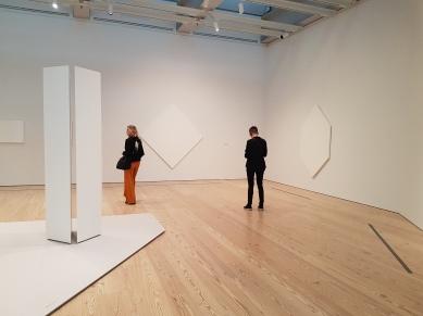 Mary Corse, fra utstillingen A Survey in Light, Whitney Museum, New York. Foto fra utstillingen: Siri Wolland.