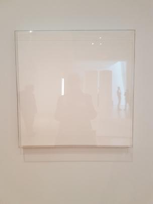 "Mary Corse, ""Untitled (Space Plexi + Painted Wood)"", 1966, fra utstillingen A Survey in Light, Whitney Museum, New York. Foto fra utstillingen: Siri Wolland."