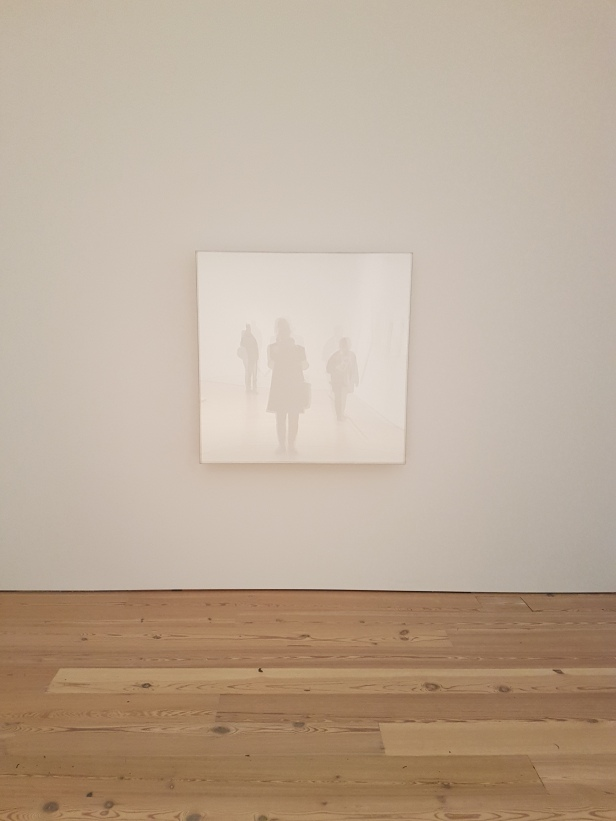 "Mary Corse, ""Untitled (Space Plexi + Painted Wood)"", 1966, fra utstillingen A Survey in Light, Whitney Museum, New York. Foto fra utstillingen: Siri Wolland."