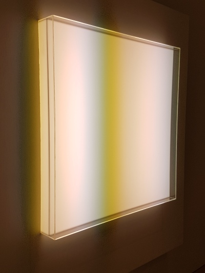 "Mary Corse, ""Untitled (Space + Electric Light), 1968, fra utstillingen A Survey in Light, Whitney Museum, New York. Foto fra utstillingen: Siri Wolland."
