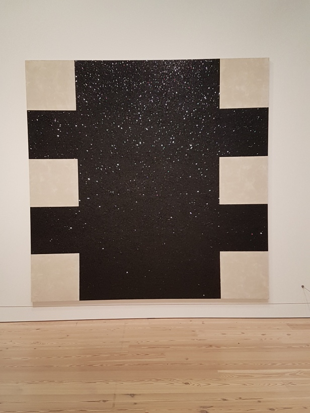 "Mary Corse, ""Untitled (Black Light Painting), 1975, fra utstillingen A Survey in Light, Whitney Museum, New York. Foto fra utstillingen: Siri Wolland."