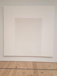 """Mary Corse, """"Untitled (White Arch Inner Band Series), 1996, fra utstillingen A Survey in Light, Whitney Museum, New York. Foto fra utstillingen: Siri Wolland."""
