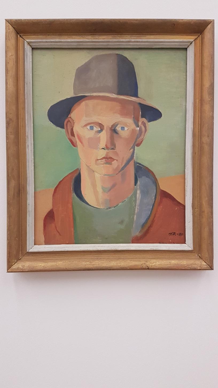 Håkon Bleken, Selvportrett med hatt, 1950. Foto fra utstillingen; Siri Wolland
