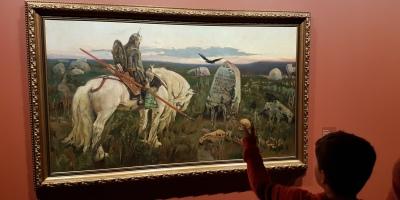 Viktor Vasnetsov, Knekt ved korsvei, 1878-81. Foto fra utstillingen; Siri Wolland.