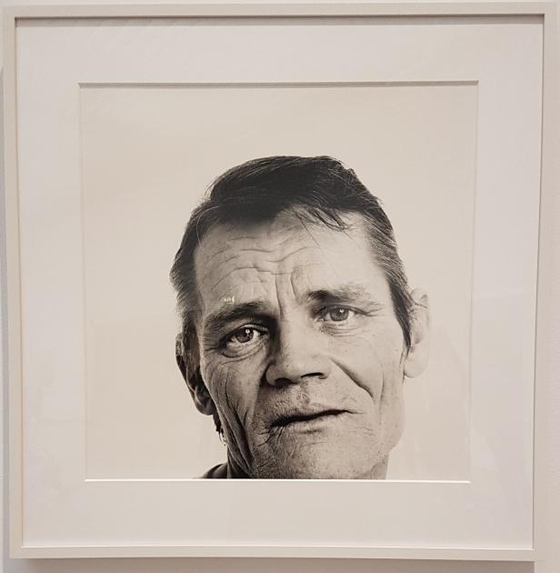Musikeren Chet Baker, 1986. Fra utstillingen Avedons Amerika, Henie Onstad kunstsenter. Alle fotografier Richard Avedon. Foto fra utstillingen; Siri Wolland.