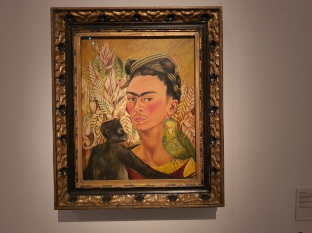 Frida Kahlo (1907-1954), Self-portrait with Monkey and Parrot, 1942. Foto fra utstillingen Siri Wolland.