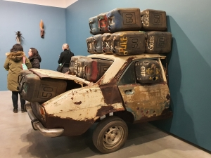 Romuald Hazoumè, Rien à foutre, 2005. Foto fra utstillingen Siri Wolland.