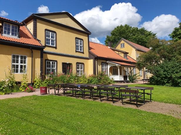 Mangelsgårdens hovedbygning fra baksiden. Foto Siri Wolland.